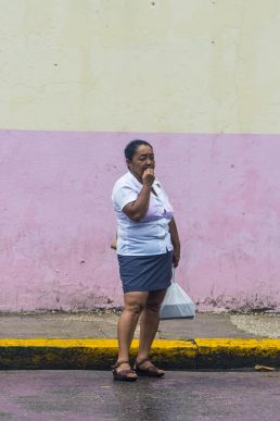 Señora espera guauga Cuba