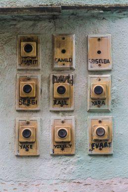 Timbres con nombres en La Habana