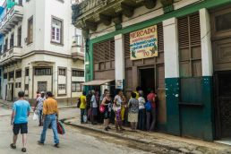 Colas Mercados Habana Cuba