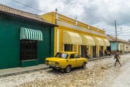 Coche Lada amarillo Trinidad