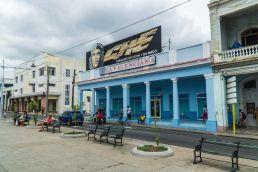 Vecinos en avenida, Cienfuegos